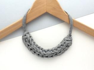 8 Mollycat T-Shirt yarn jewellery